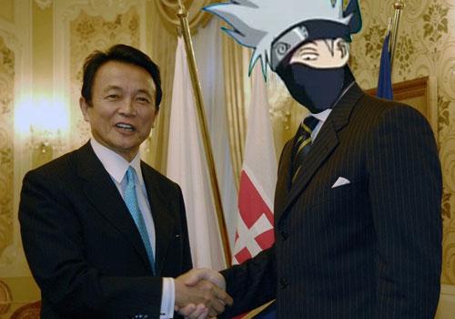 Taro Aso y su amigo Kakashi