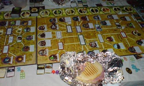 Arkham Horror: Toca cenar durante la partida