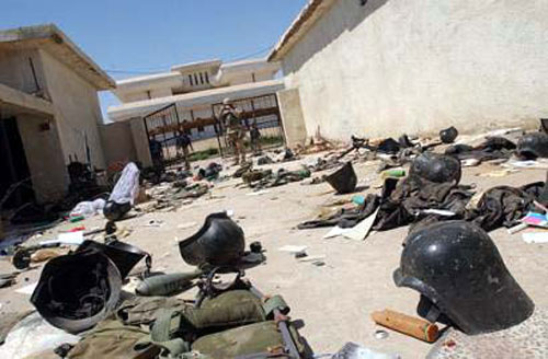 Cascos Darth Vader iraquíes abandonados en unas instalaciones