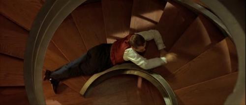 Eugene subiendo la escalera