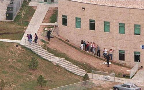 Evacuación durante la masacre de Columbine