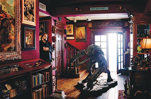 Guillermo del Toro Hellboy casa house man cave