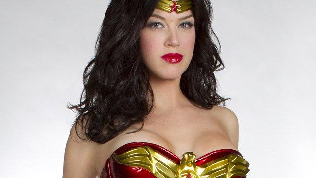 Adrianne Palicki busto de Wonder Woman