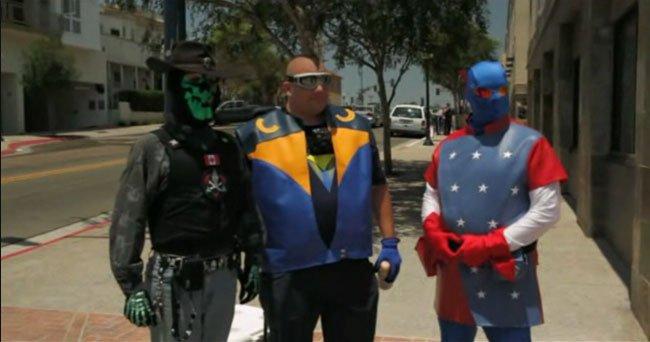 Superheroes: Grupo de héroes durante HOPE 2011. En el centro, RazorHawk.