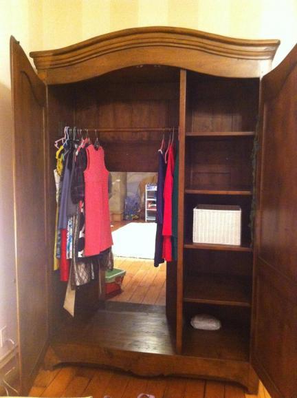 Un armario con acceso a Narnia