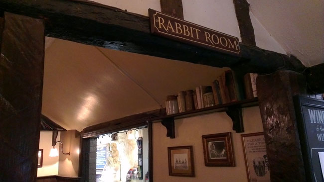 The Eagle and Child, acceso a Rabbit Room